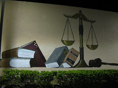 Scales of Justice, a mural by Jason Luper, photo by Clyde Robinson